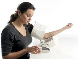 Tensiómetro electrónico de brazo Omron Spot Arm iQ-142